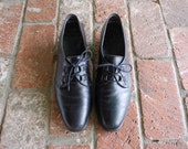 Vintage Womens 9 Munro American Black Leather Lace Up Oxfords Dress Casual Heels Pumps Loafers Boho Hipster Prep Spring Fashion Comfortable