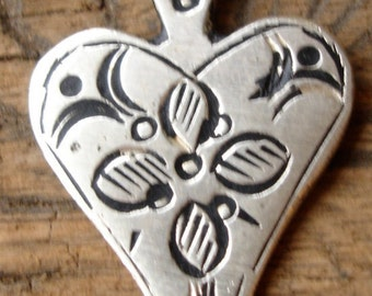 Moroccan  small shiny heart hand engraved pendant with flower