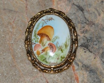Hand Painted Porcelin Mushroom Brooch - Vintage Jewelry Signed by Artist - Retro / Woodland - Micro Painting
