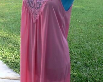 vassarette short pink nightgown size small