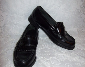 Vintage Ladies Black Leather Slip On Moccasin Loafers by Eastland Size 6 1/2 W Only 6 USD