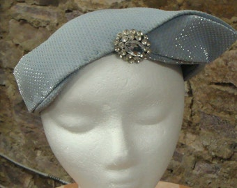 LIGHT BLUE CLOCHE vintage tilt hat