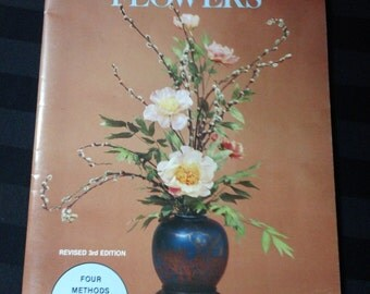 Step-by-Step Book of Preserved Flowers by Roberta Moffitt ~ Vintage 1983 Instructional Floral Craft Paperback Book