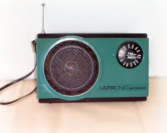 "Cool Retro 80s Ultronic AM/FM Portable Transistor Radio, Turquoise model MR-15 Blue Green,  4"" x 6.5"" w. Wrist Strap Works Groovy!"