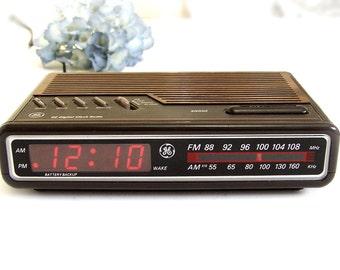 1984 GE Alarm Clock Radio, Vintage model 7-4612A, wood grain top bright red LED digital radio, clear display, retro space saver Works Great