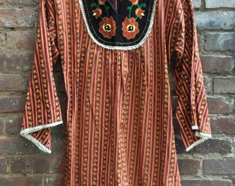 VINTAGE 1970s Evelyn Pearson Embroidered Boho Peasant Folk Dress