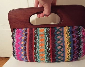WOVEN KNIT CLUTCH // 90's Zig Zag Print Pattern Purse Tote Bag Rainbow Multi Color Wooden Handles Beach Boho Summer