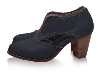 Sale. Sz. 8.5. SPIRIT WALKER. Green leather shoes  / leather booties / womens shoes / womens leather shoes / vintage style