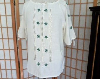 Vintage Embroidered Linen Peasant Top Short Sleeve with Green Embroidery / Like New Condition