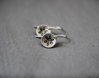 Flower earrings, convexed dome shape - Matt