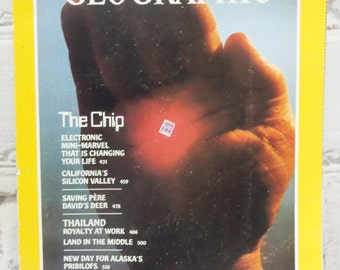 National Geographic Magazine. Vol 162, Number 4 October 1982. The Chip. Electronic Mini-Marvel That is Changing Your Life. Silicon Valley.