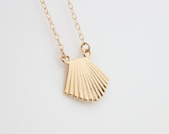 Gold Seashell Necklace | Gold necklace with a seashell pendant | Gifts for her