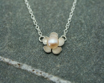 Silver flower and pearl necklace, wedding necklace, brides necklace, pearl necklace, silver necklace, bridesmaid necklace, daisy necklace