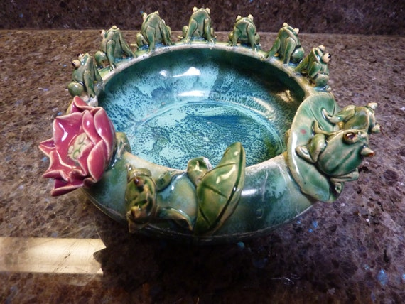 10 Figural Frogs On Lily Pads Round Planter Bowl Dish Celadon