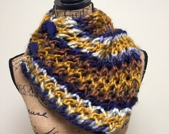 Chunky Lace Button Cowl