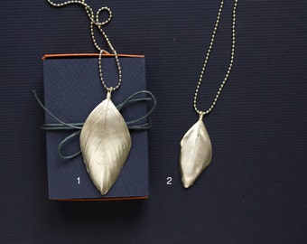 Bird Feather Necklace, Feather jewelry, gift under 30, Silver delicate jewelry necklace, hippie jewelry gift