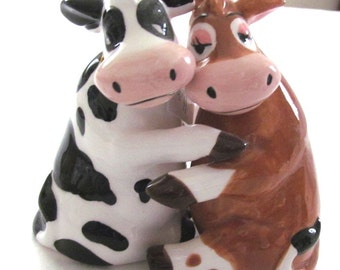 MUST See!   Awesome HUGGING COWS Ceramic Salt & Pepper Shakers  Black/White and Brpwon/White