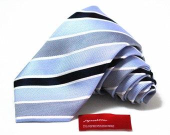 Silk Tie in Stripes of Navy Blue White