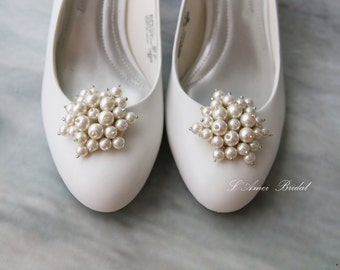Set of 2 Vintage Style Faux Pearl Wedding Bridal Shoe Clips.