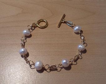White Pearl gold bracelet