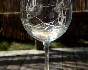 Laughing Buddha Hand Etched Wine Glass