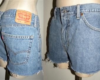 """Vintage Levi's 505 Shorts / Cut offs / Boyfriend Jeans / tag 34 w / measures W 34 - 35"""""""