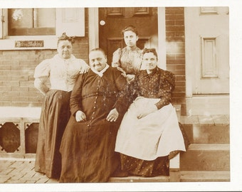 Occupational Cabinet card of dressmakers