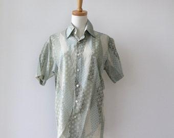 Mens pastel green summer shirt. 90s green shirt. Mens patchwork shirt. Mens folk shirt. 70s Slim fit shirt. Mens 90s shirt. Size S-M