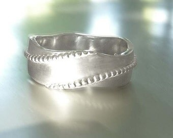 Ring in silver with ornate waves, sterling silver, silver ring, band ring - handforged by SILVER LOUNGE