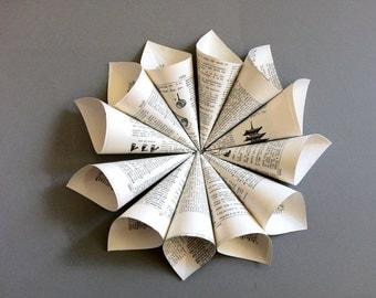 12 Wedding Confetti Paper Cones / Vintage Dictionary Petal Toss Cones / Literary Wedding / Petal Cones / Vintage Wedding / Small Toss Cones