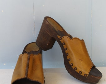 Vintage 70s Platform Clogs/Hippie/Hippy/Boho/Leather and Wood/Wooden Clogs/