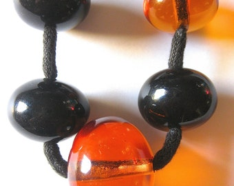 70s Beaded Necklace Perfect for Fall Looks!