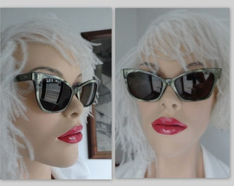 50s Vintage Cat Eye Sunglasses // Green // Mother Of Pearl Like