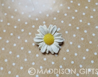 Flower Brooch White Daisy Floral Pin Pretty Jewellery Accessories Gift For Her