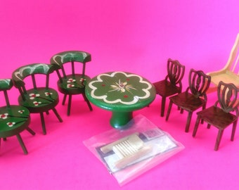 Miniature Dollhouse Furniture, 7 Chairs, a Table and a Washboard