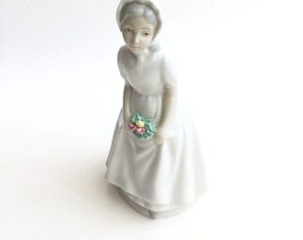 Porceval Spanish Porcelain Girl in a Bonnet with Roses Villamarchante Figurine