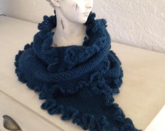 The warm shawl in blue duck