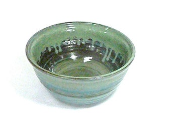 STURDY SERVING BOWL, Large Mixing Bowl, Baking Bowl  ,free pendant with each order