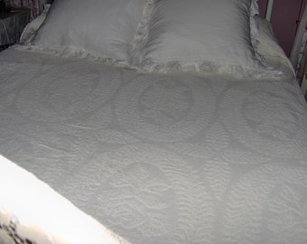 Vintage Chenille Full Queen Coverlet or Twin Bedspread Bedcover by Fieldcrest Roses Floral Beach Cottage Ecru