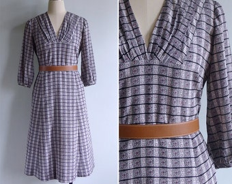 Vintage 80's Does 40's 'Turkish Tile' Grey Geometric Pleated V-Neck Dress M or L