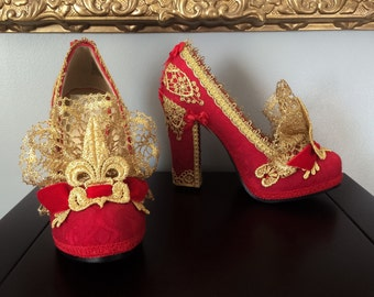 Rococo Red Queen Marie Antoinette Heels Shoes Brocade Jacquard Fabric Antique Gold Lace French Fleur De Lis Costume Valentine's Day Size 5.5