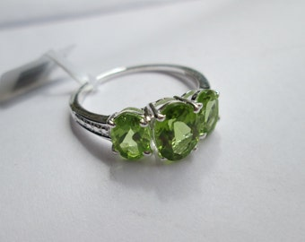 Hebei Peridot Ring 2.40ct Trilogy 3 Stone Ring 925 Sterling Silver UK Size P US 8 EU 56.25 August birthstone birthday Valentines Mothers Day