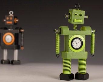 Robot Clock Green Machine