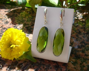 925 Silver earrings with Peridot quartz!