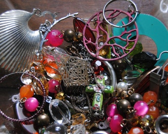 Small Mixed Lot Junk Jewelry Destash Jewelry Mixed Media Pieces Beads for Craft Broken Jewelry Bead Lot