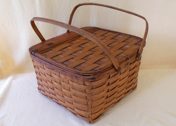 Picnic Basket Pie : Vintage woven picnic basket pie carrier