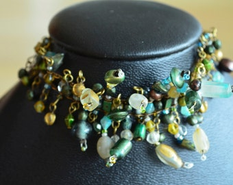Lovely vintage bracelet made with glass beads, a lovely gift for someone you love!
