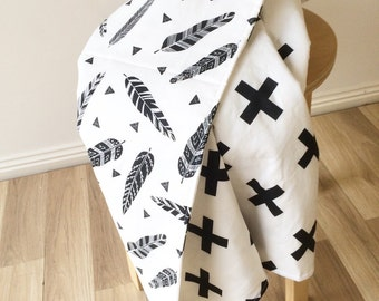 Modern crib blanket. Reversible cot quilt. Feather crib blanket. Monochrome baby bedding.