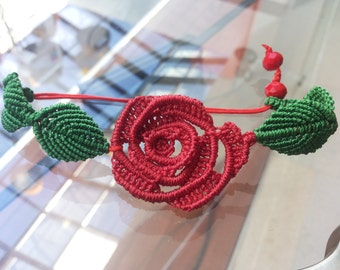 Red rose micromacrame bracelet