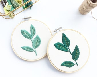 Houseplant Embroidery Hoop: Rubber Dark Green